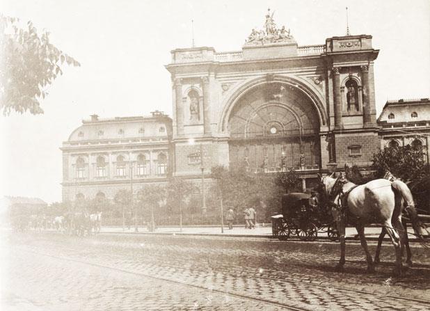 Hogyan lett a Keleti-pályaudvar gerendáiból ágy a Kicsiházba + mit jelent ez neked?